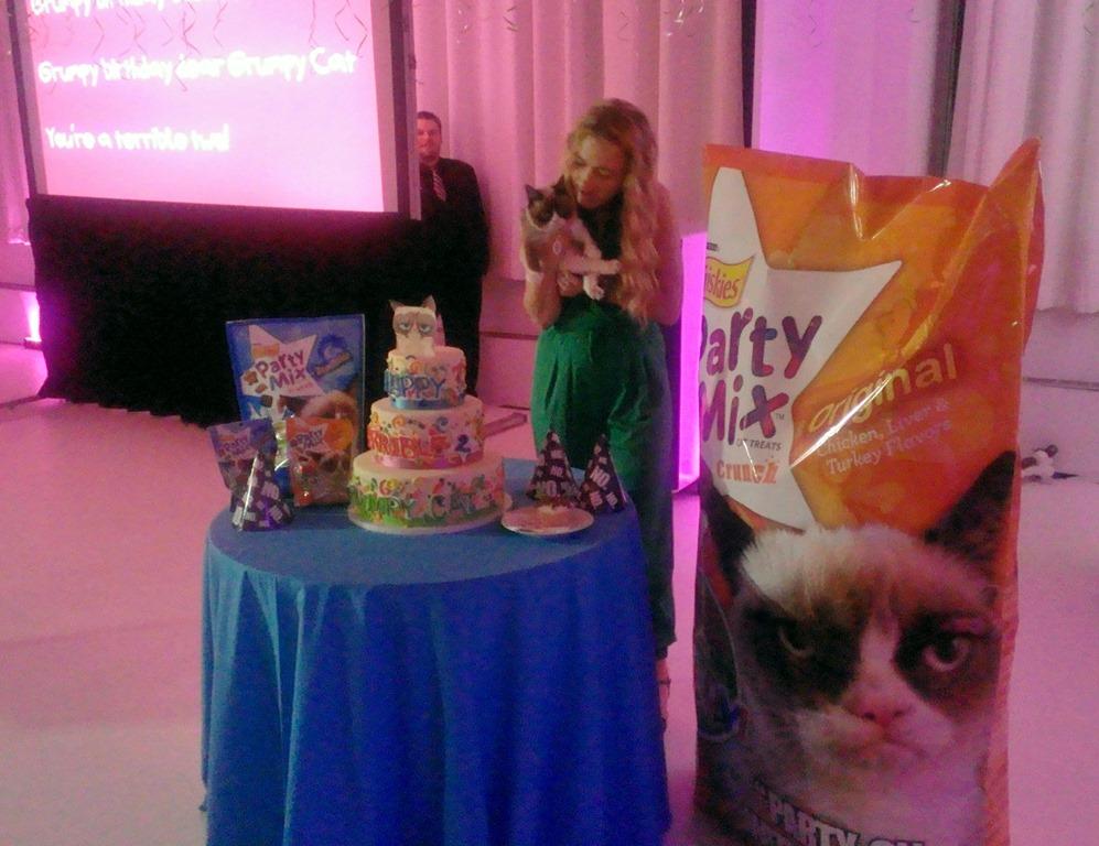 Life-sized-Friskies-Party-Mix-decorates-the-cake-cutting.jpg